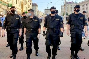 «Стер все фото»: Американский писатель оказался в гуще беларуских протестов и рассказал, что увидел