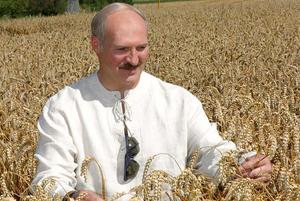 В старой куртке и скрытно от всех: Где проводит отпуск Александр Лукашенко