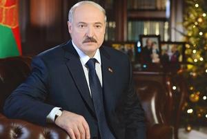Новогодний покерфейс Лукашенко: С каким лицом президент поздравляет беларусов каждый год
