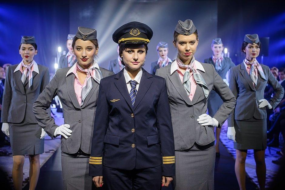 Два пилота стюардессу видео