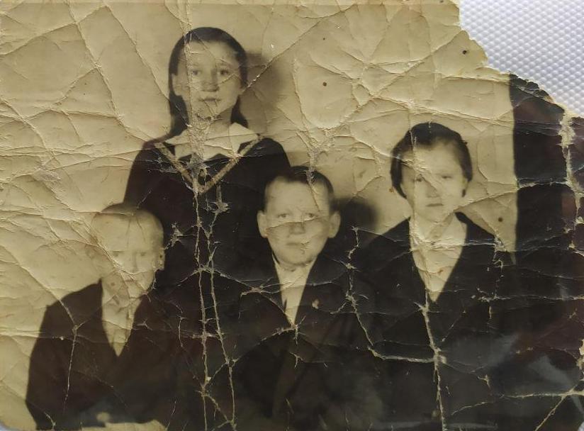 Брат Иван, сестра Люба, брат Василь и Надежда Богомья